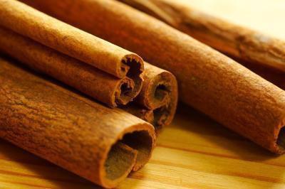 Quali sono i benefici dell'aceto di sidro di mele, pepe di cayenna & cannella?