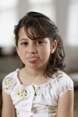 Quali sono le cause di sputare comportamento nei bambini?