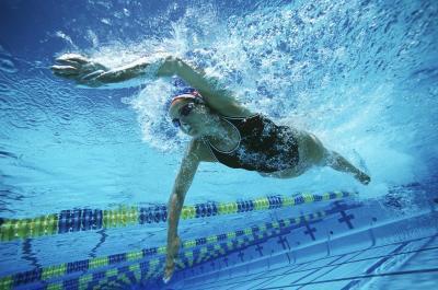 La piscina aiuta i muscoli doloranti?