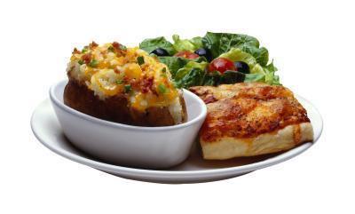 Quante calorie ci sono In una patata al forno con formaggio?
