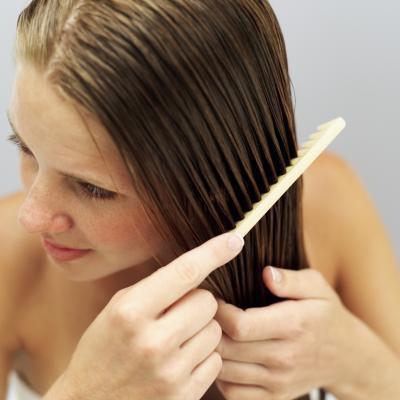 Si può mettere la lozione per le mani nei capelli?