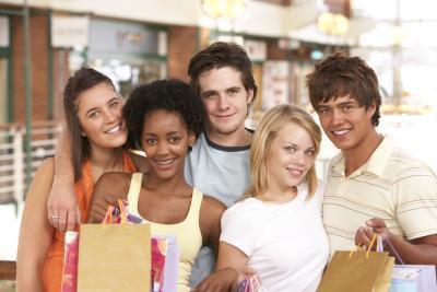 Consigli per lo shopping per abiti da scuola per gli adolescenti