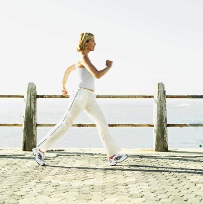 Volontà di camminare veloce per 15 minuti due volte un aiuto giorno perdere grasso della pancia?