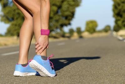 Come distinguere una caviglia slogata una caviglia rotta
