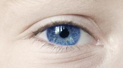 Quali cause di lampi di luce nell'occhio?