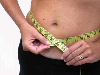 Quali alimenti causano di guadagnare peso sul vostro addome?