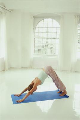 Lo yoga & tendini del ginocchio stretti