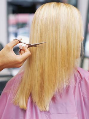 Come tagliare il diradamento dei capelli