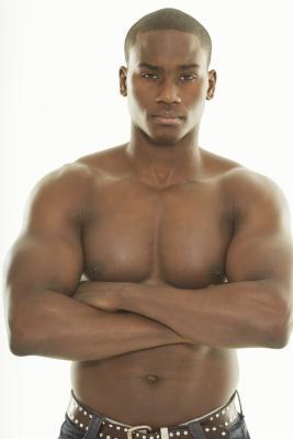 Kettlebell esercizi per i muscoli pettorali