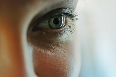 Come sbarazzarsi di occhiaie sotto gli occhi, compresi gli alimenti da mangiare