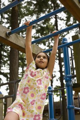Allenamento della forza per i bambini di cinque anni a casa