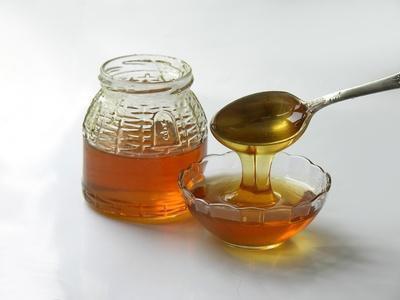 Come sostituire il miele dello zucchero in cottura