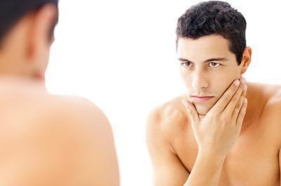 Segni precoci di cancro della pelle del viso