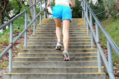 Si può camminare su e giù per sostituire le scale a piedi per esercizio?