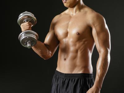 Si possono prendere alcune vitamine per costruire il muscolo velocemente?
