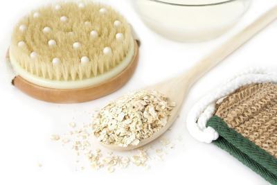Cosa puoi mettere nell'acqua del bagno per aiutare la pelle secca?