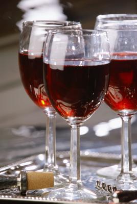 Può bere vino portare a colesterolo alto?