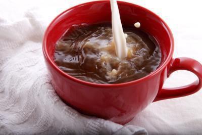 Caffeina & calorie in un caffè di 12 once con zucchero & crema