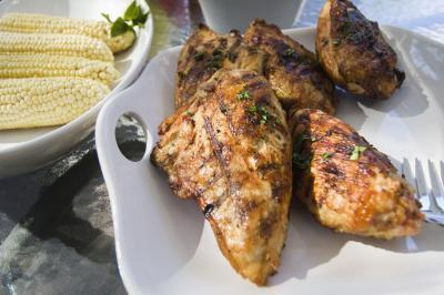 L'apporto giornaliero raccomandato di calorie, carboidrati, grassi, sodio & proteina