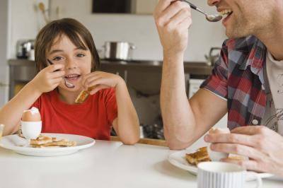 Cattive abitudini alimentari nei bambini a causa dei loro genitori e familiari
