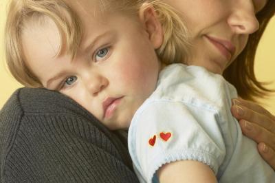 Un mal di pancia nei bambini dal pulsante di pancia