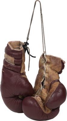 Che cosa peso dei guanti sono utilizzati in un incontro di boxe dei pesi massimi professionale?