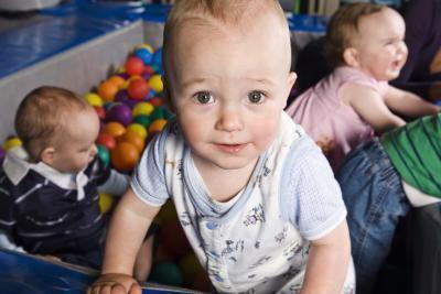 Sviluppo della socializzazione in infanti con impianti cocleari