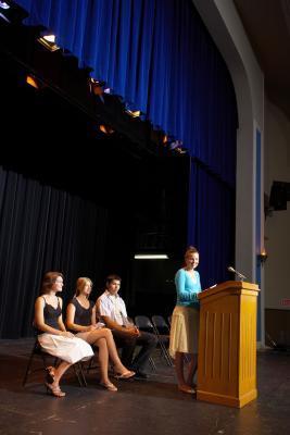 Teen questioni alle conferenze della gioventù