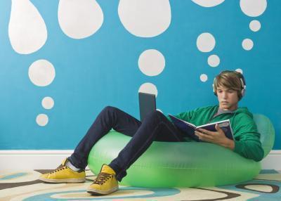Qual è l'effetto psicologico ha sugli adolescenti, lettura di libri di Gaming & riviste?