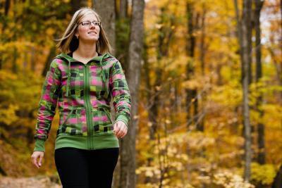 Quali muscoli, ossa e nervi sono coinvolti quando si cammina?