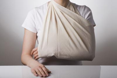 Disteso dopo la chirurgia della cuffia dei rotatori