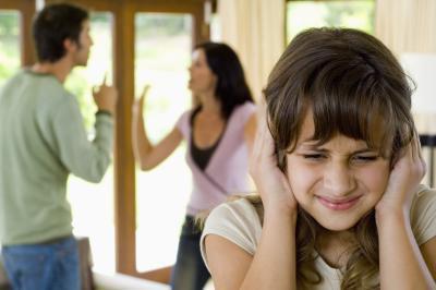 Adolescente depressione connessa con i genitori di combattimento