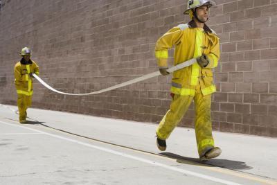 Come diventare fisicamente in forma per essere un vigile del fuoco