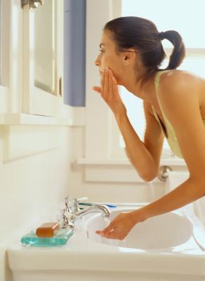 Come sbarazzarsi di irritazioni della pelle intorno al viso