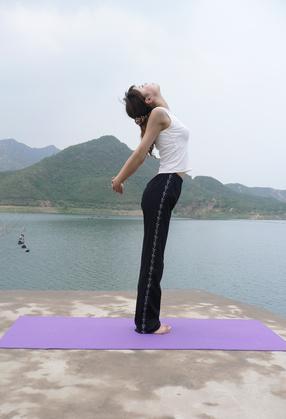 Esercizi di yoga per la tiroide