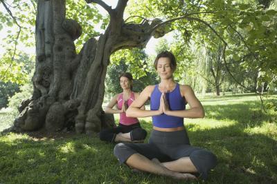 Lo yoga & trattamento Sciatica