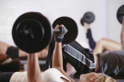 Come smettere di sentirsi male dopo il sollevamento pesi