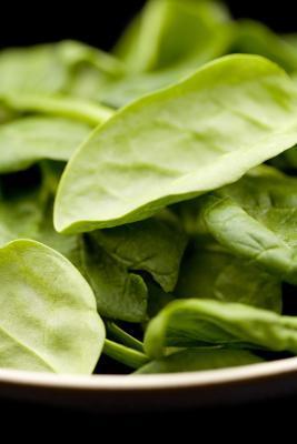 Cosa fanno mangiare un sacco di spinaci per la mia pelle?
