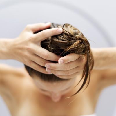 Come utilizzare olio di menta piperita per il cuoio capelluto