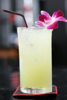 Un rimedio mal di gola con limone e miele