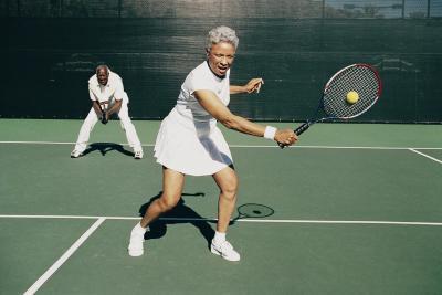 Cosa provoca dolore nella parte bassa della schiena e fianchi quando giocare a Tennis