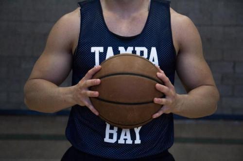 Come sparare una palla da basket come Kobe Bryant