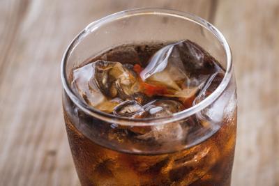 Top alimenti & bevande che fanno male per i vostri denti