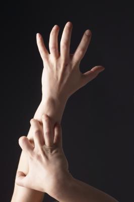 Urti rossi sulle mani, soprattutto nelle pieghe