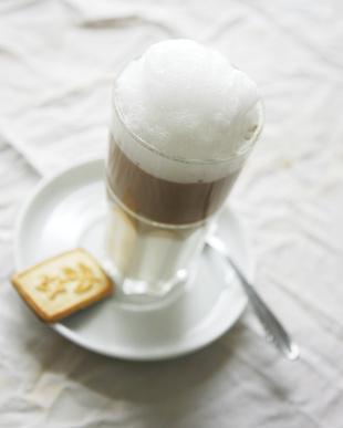 Si può perdere peso bere acqua calda?