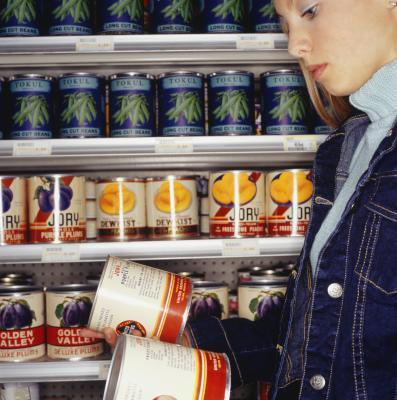 Che frutti contengono un livello elevato di zucchero e dovrebbero essere evitati per perdere peso?