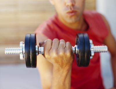 Bicipiti veramente dolente dopo un allenamento