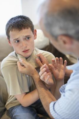 Gli effetti di genitori violenti sulle relazioni figlio