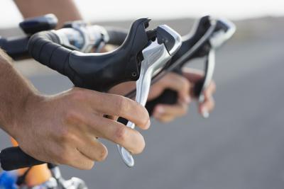 Come rilasciare i freni bloccati su una bici