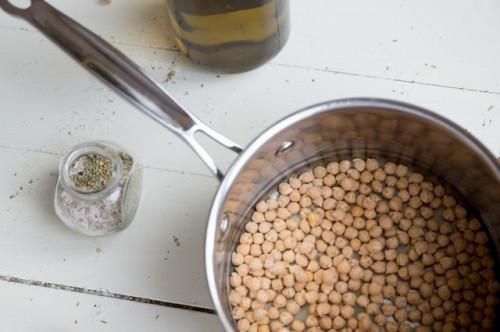 Come cucinare ceci secchi senza ammollo
